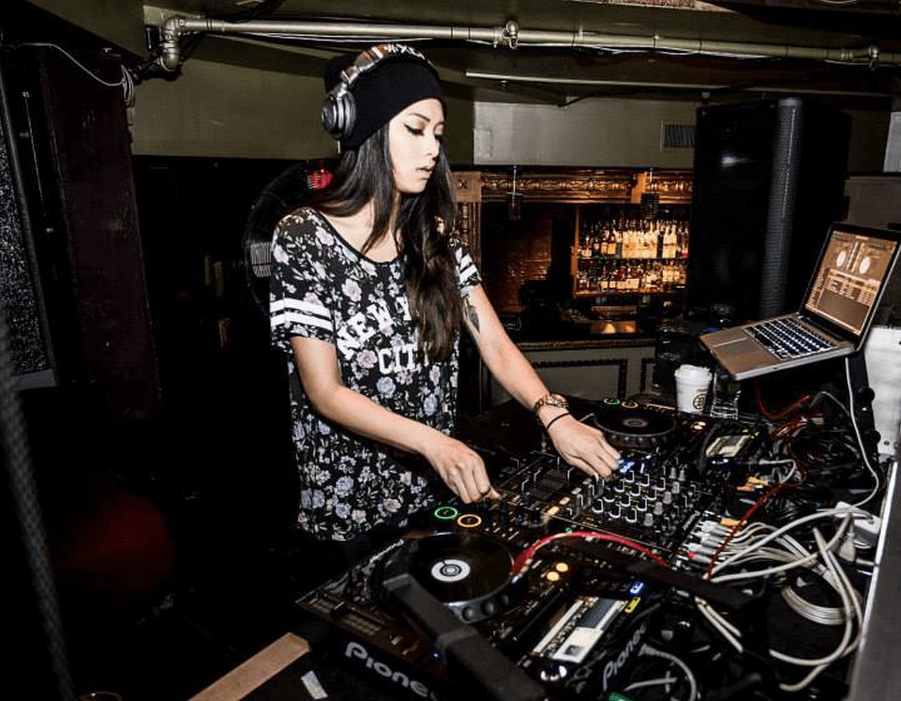 DJ Malyna - Boston - UPRAR